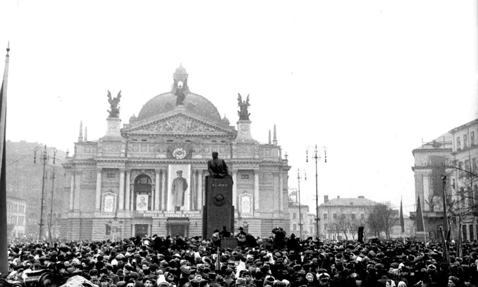 Открытие памятника Ленину в центре Львова в январе 1952 года. Монумент простоял до 1990‑го / DR